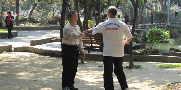 2012: Master Wu and Torben during a pushhands session in Peace Park, Taipei.